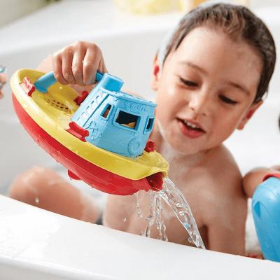 Barco remolcador regadera Green Toys